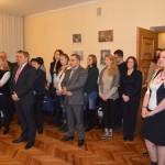 група у посольстві